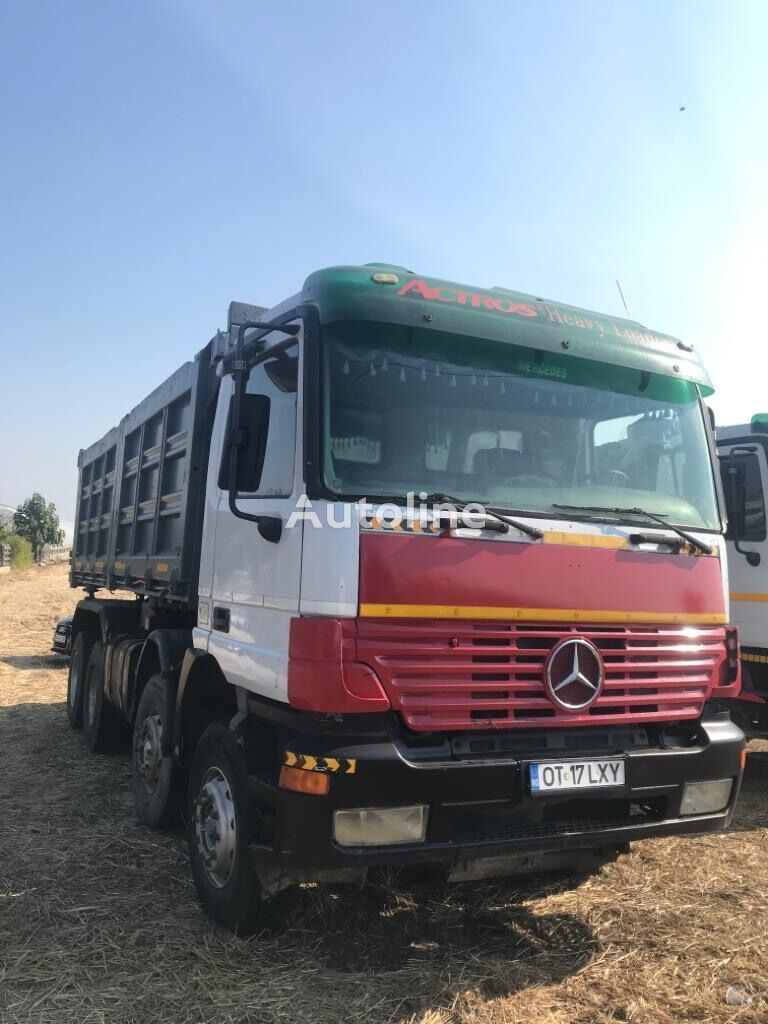 شاحنة قلابة MERCEDES-BENZ 8x4 Kipper 2pieces in Stock