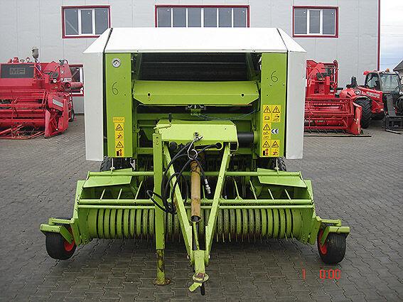 آلة جمع وكبس ولف الأعلاف والتبن CLAAS Rollant 250